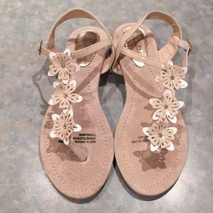 Shoes - Tradition cream coloured sandals